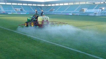 Aplicacion de Herbicida en cesped deportivo